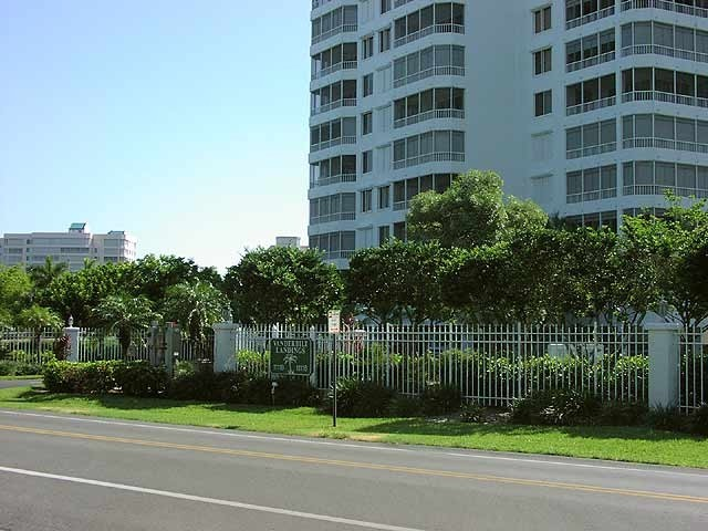 beach condo rental naples